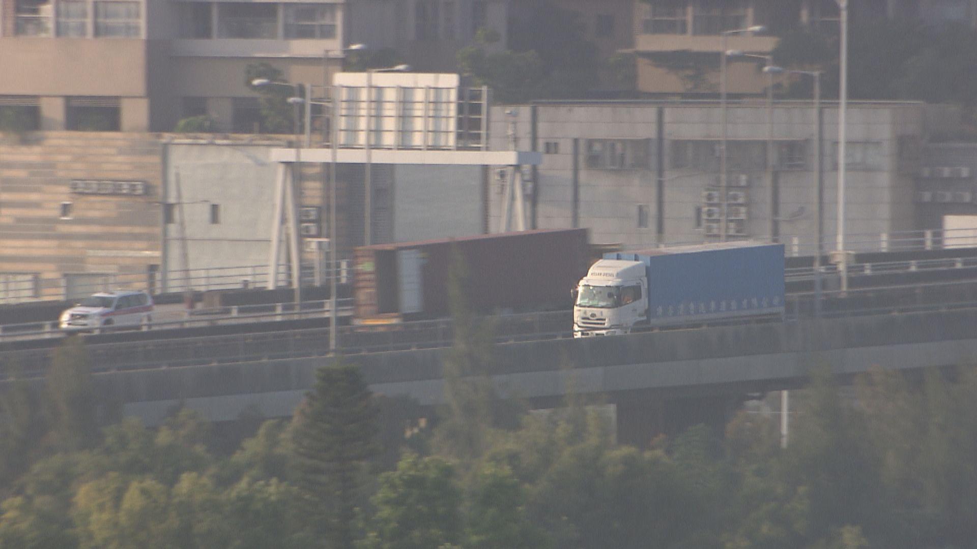 深圳擬對港跨境貨車實行單雙號限行 下午與業界開會