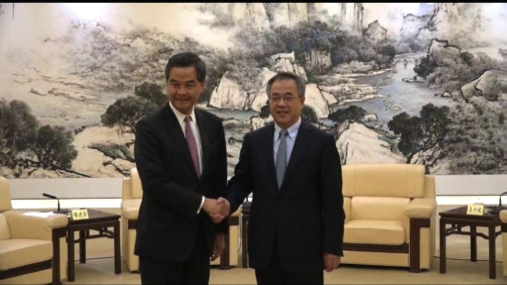 梁振英與廣東省委書記胡春華會面