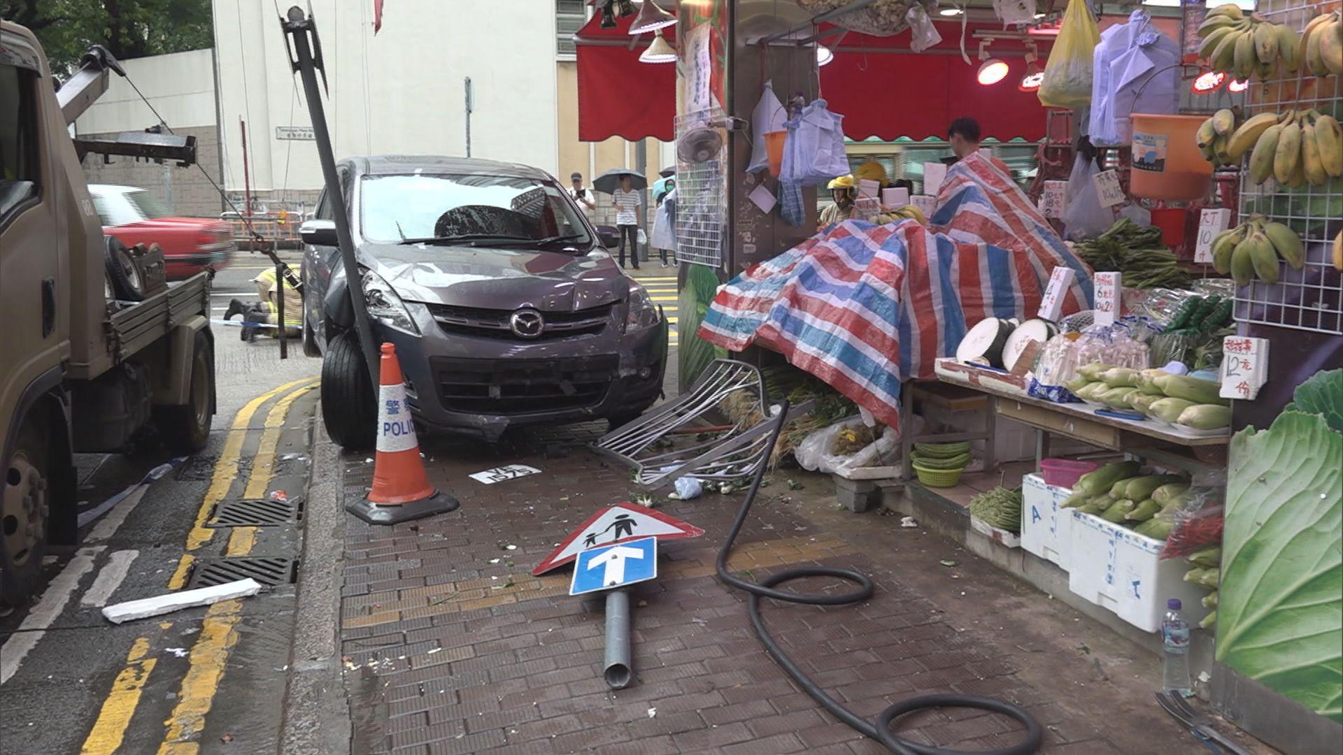 香港仔私家車衝上行人路3人傷