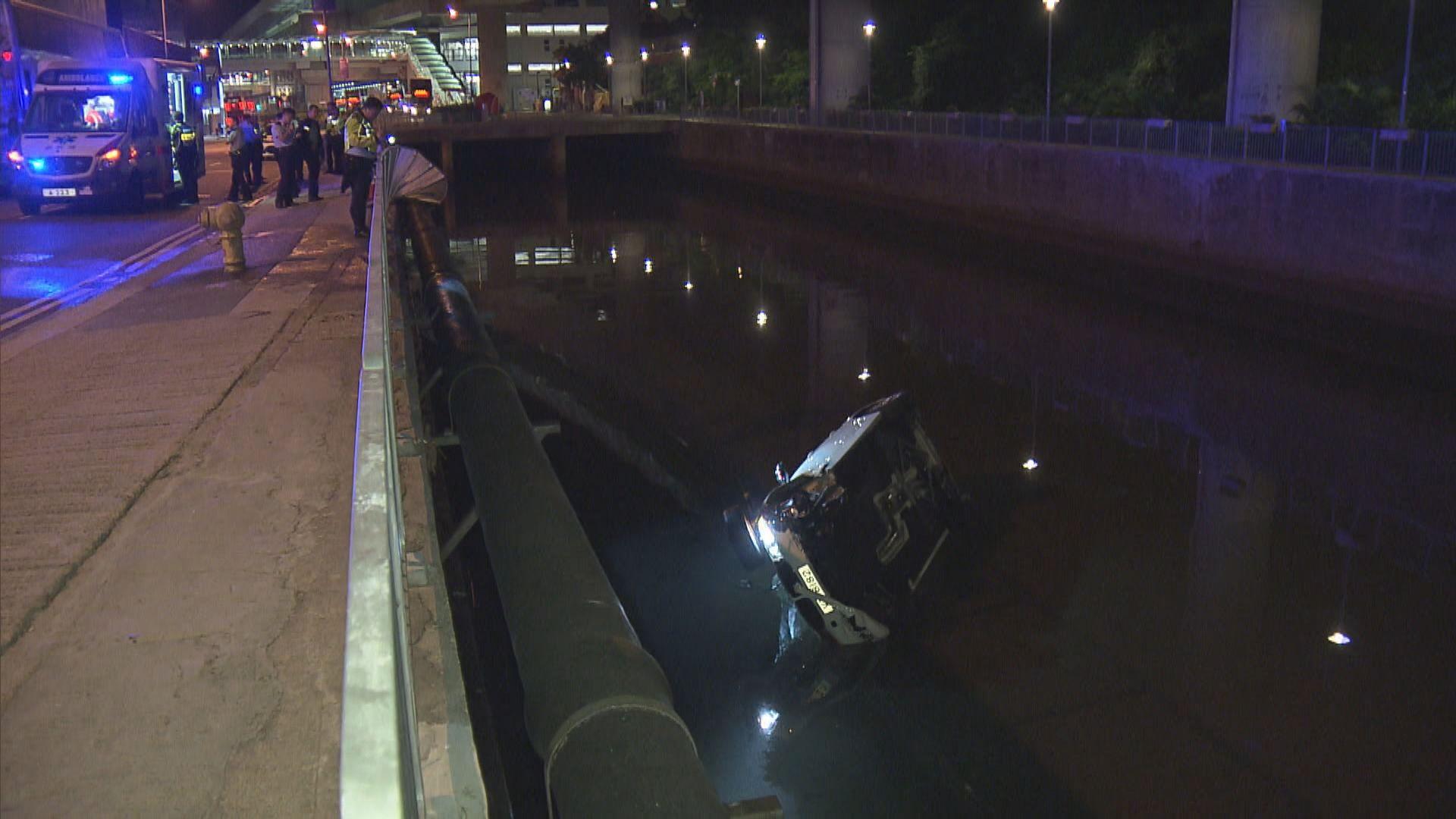 香港仔私家車失事衝落排水渠司機傷