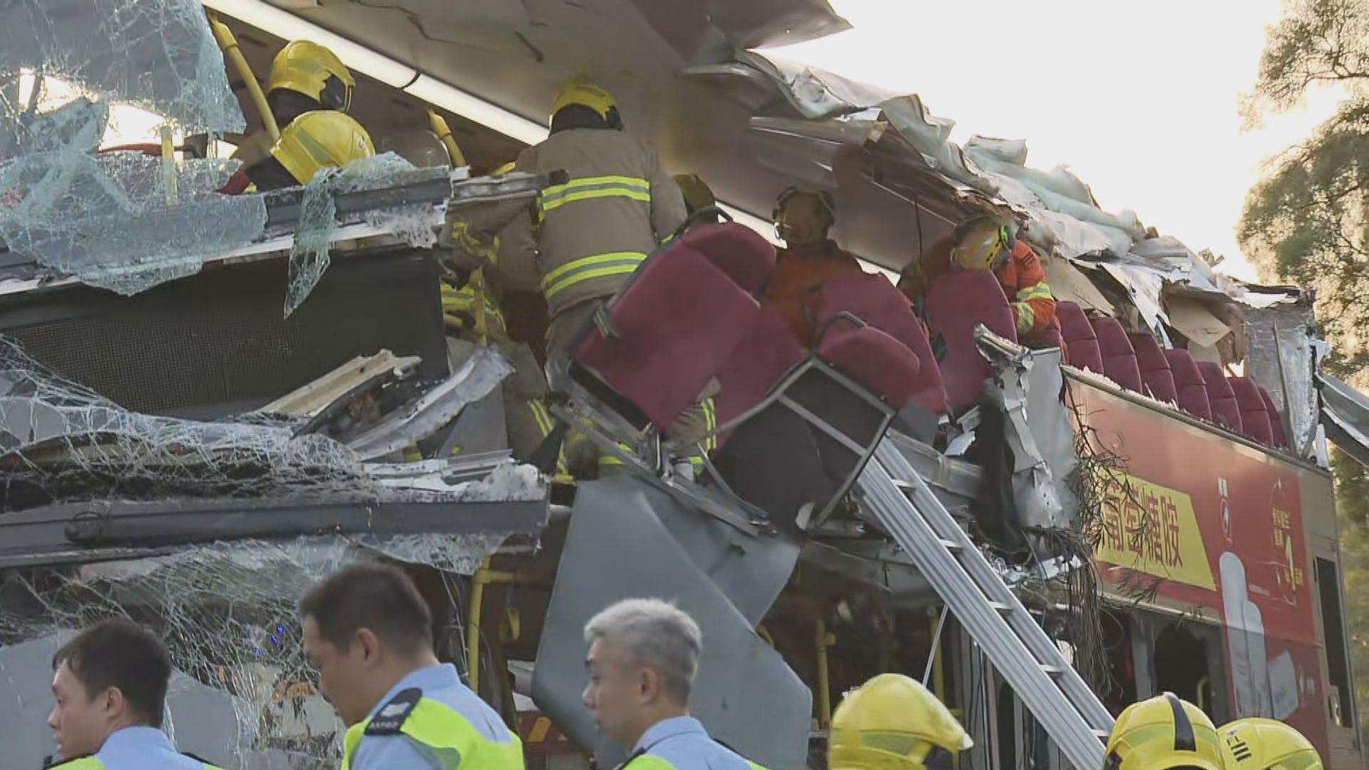 九巴粉嶺公路撞樹車禍 傷者分送四間醫院救治