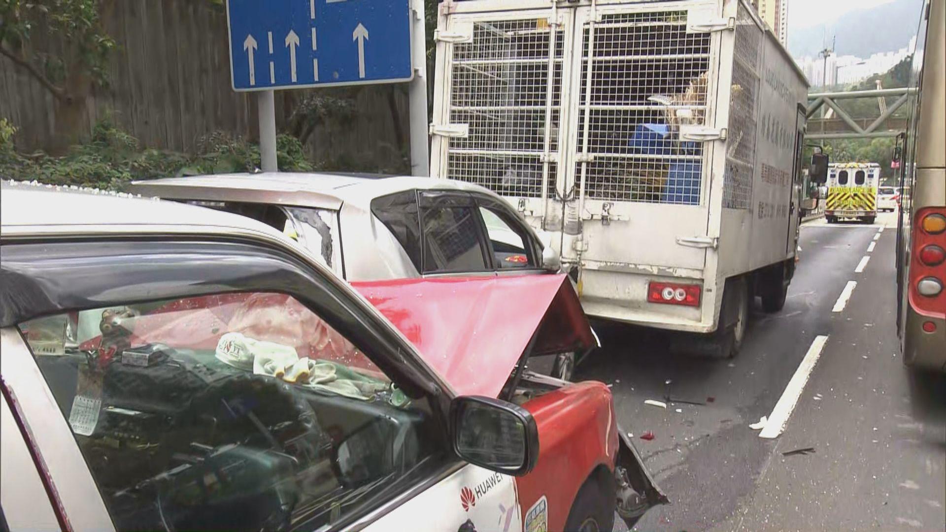 新清水灣道三車相撞三人受傷
