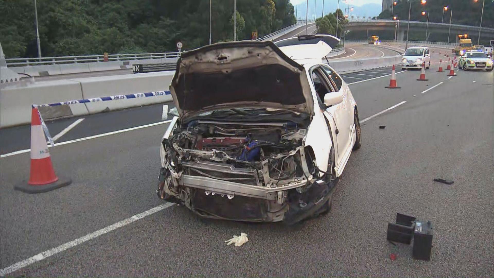 青沙公路私家車失控撞壆 釀一死一傷