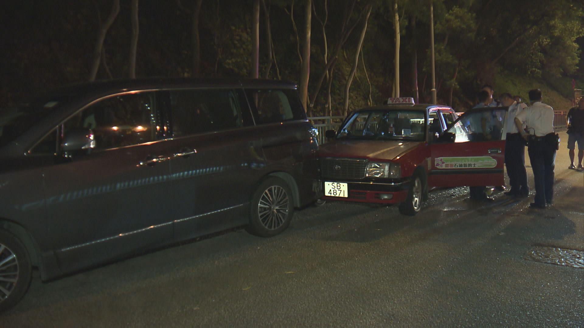 柴灣的士司機疑車內燒炭釀車禍