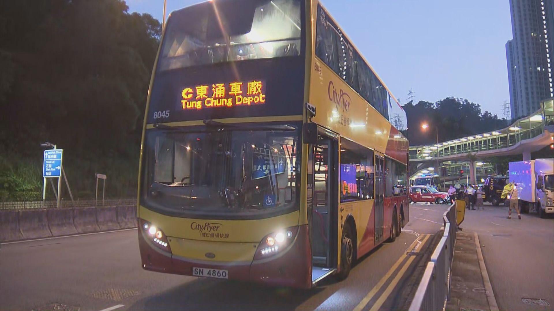 葵涌的士與巴士相撞釀一傷