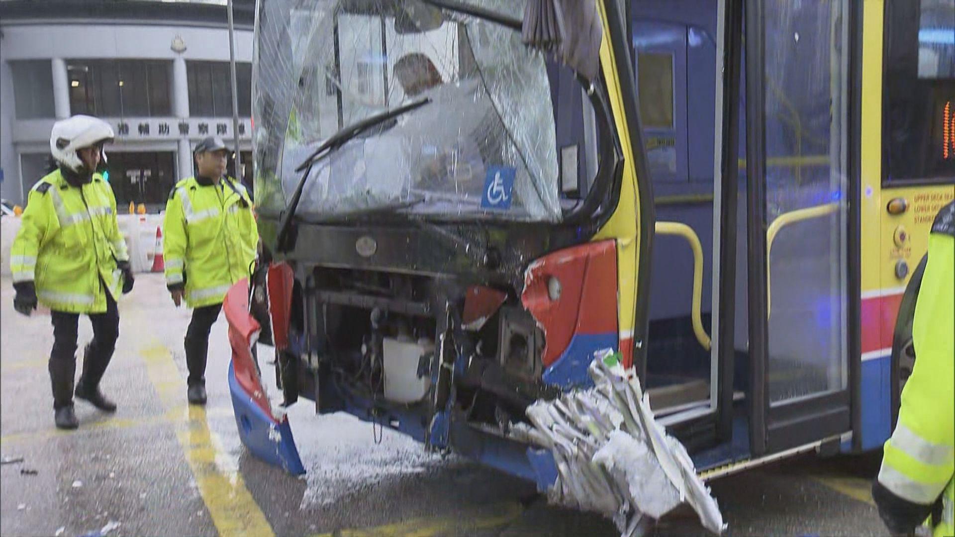 九龍灣車禍16人傷 警拘穿梭巴士司機
