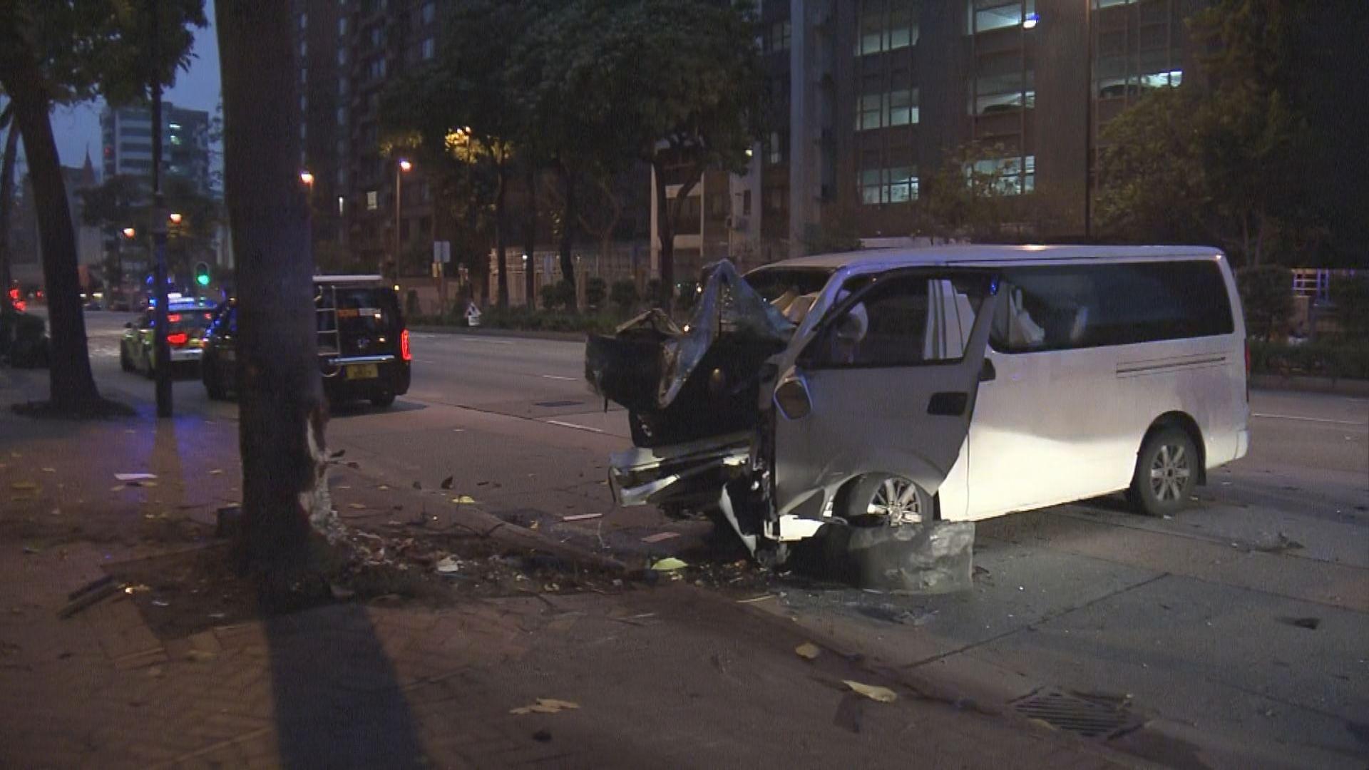 九龍城客貨車與工程車相撞兩人受傷送院
