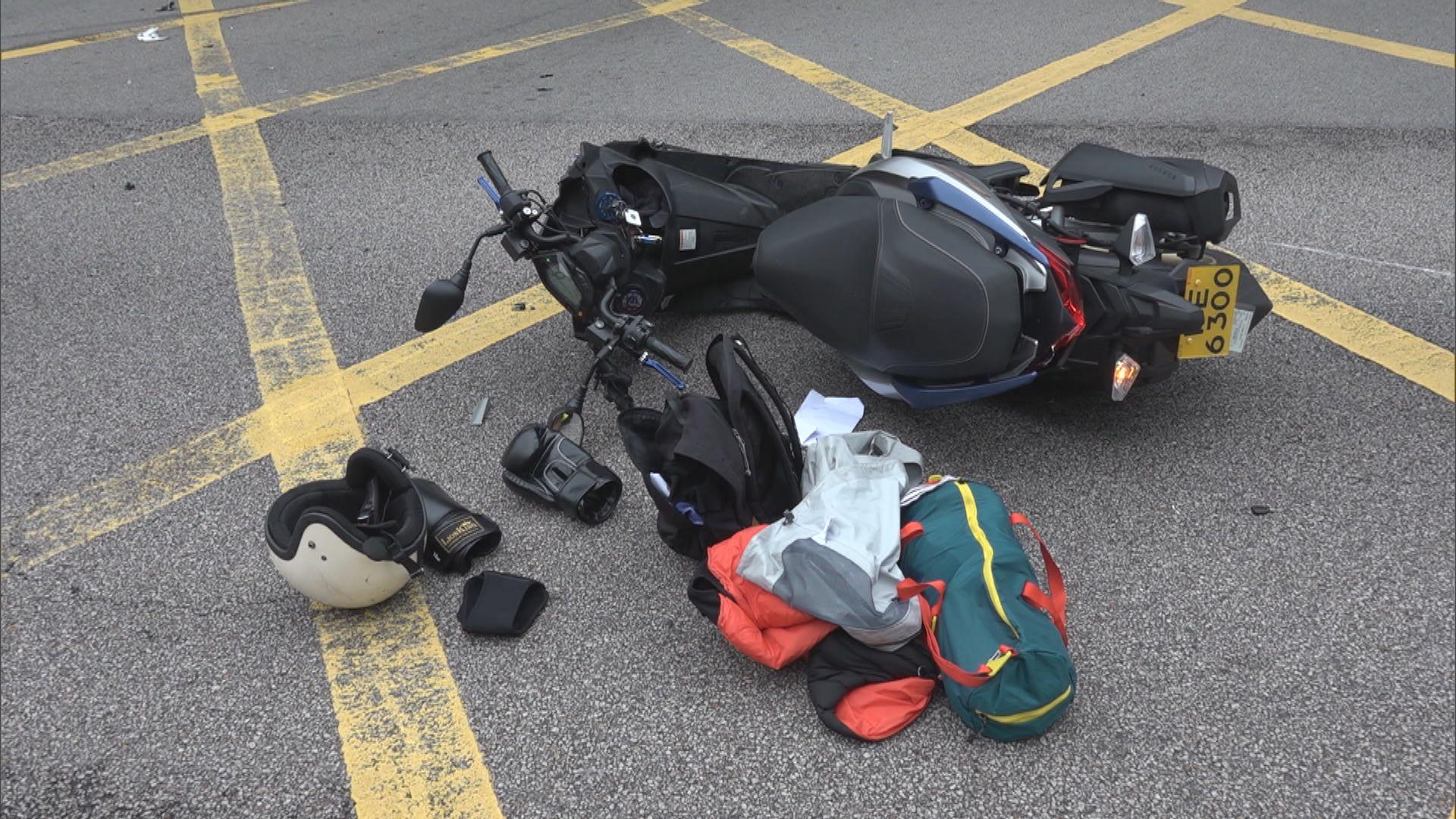 電單車與客貨車撞兩人傷 客貨車司機被捕