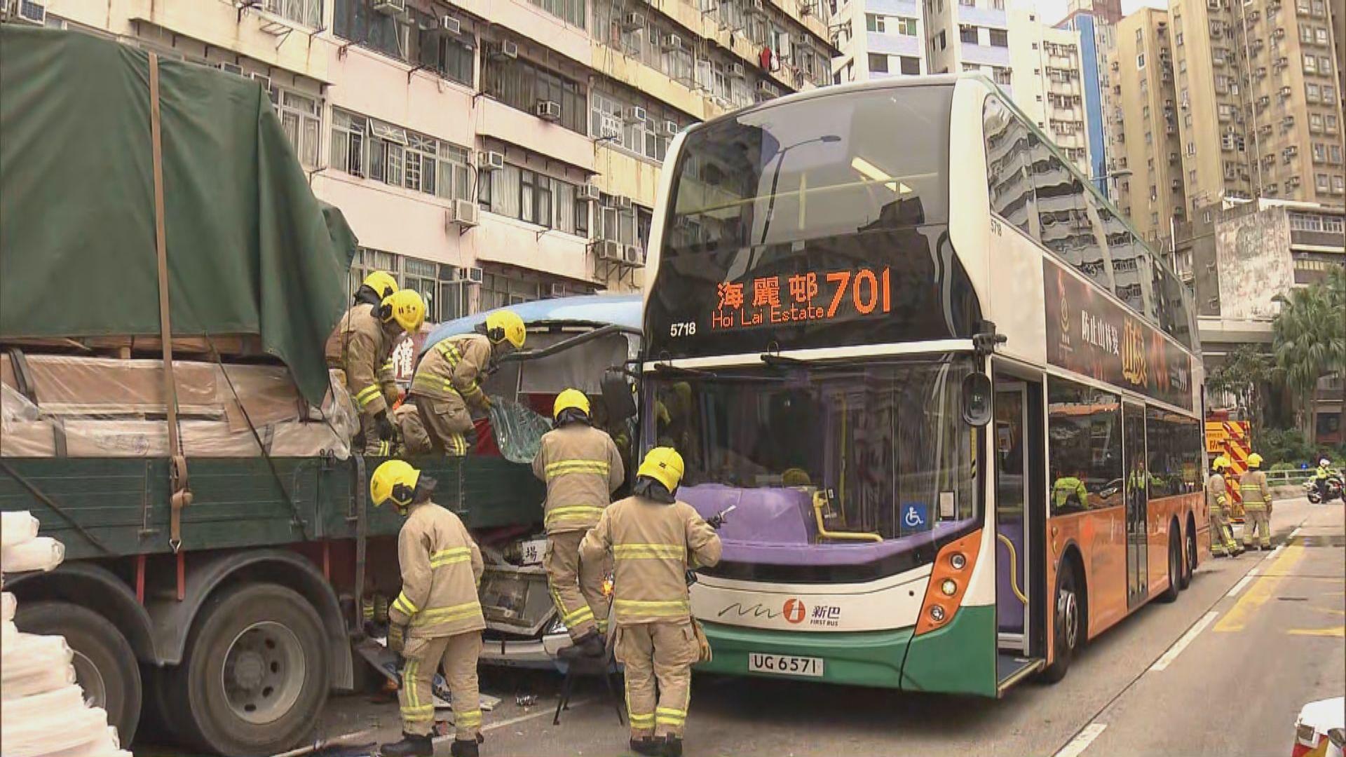 旺角過境旅遊巴涉連環車禍至少三傷