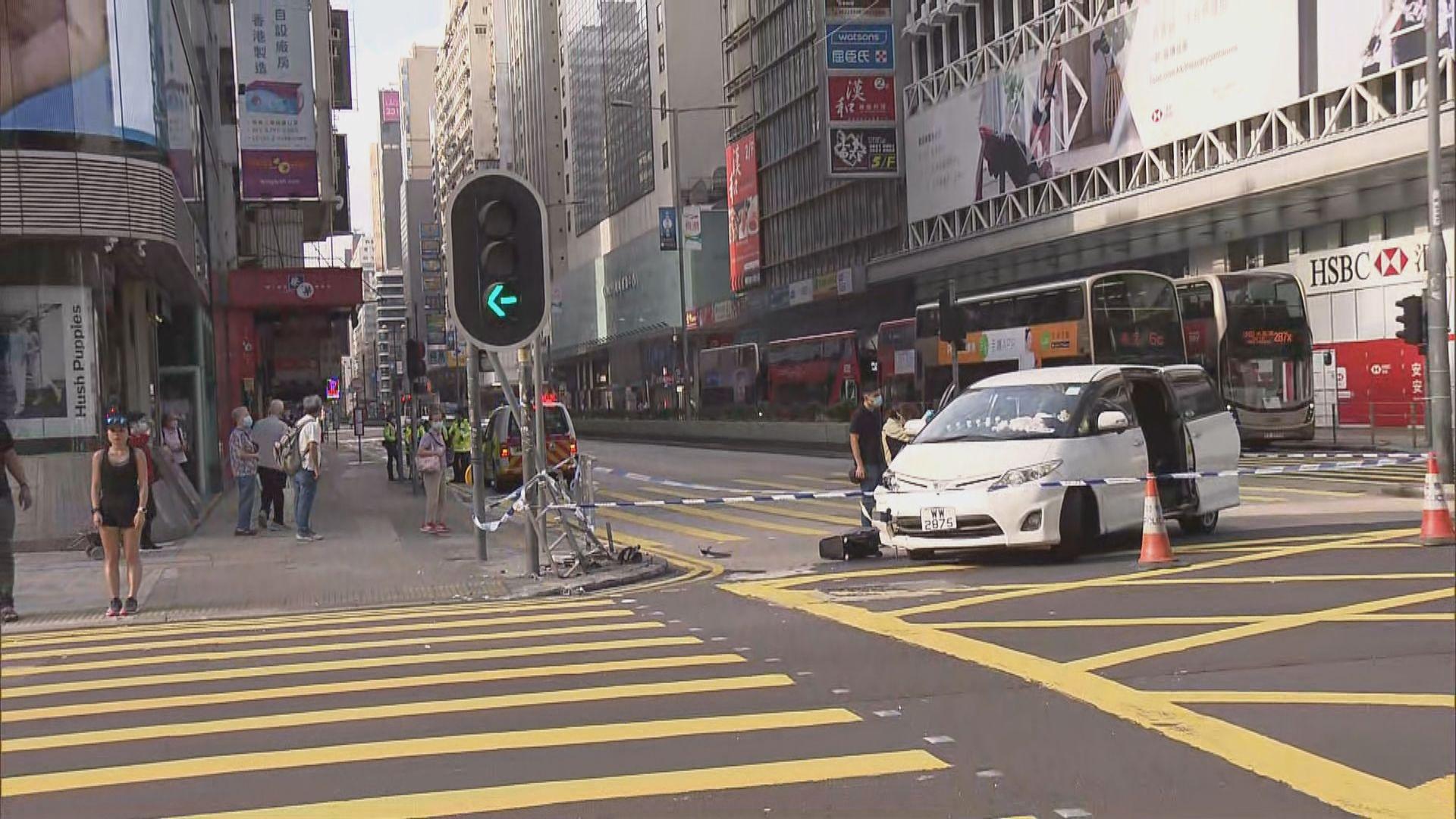 私家車失事撞欄 女子自稱司機被揭頂包被捕