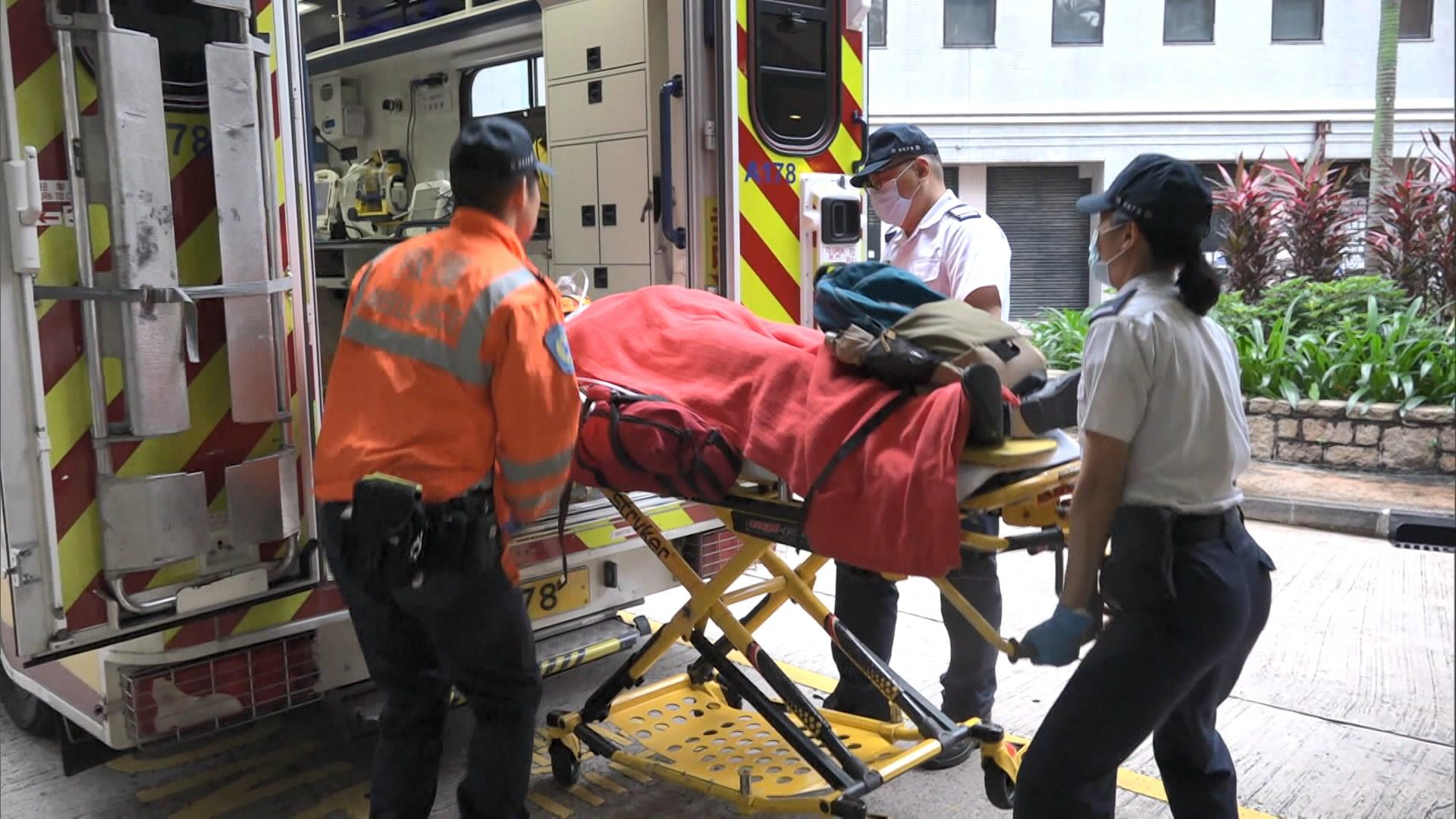 北角寶馬山一學生被巴士撞倒險被另一車輾過