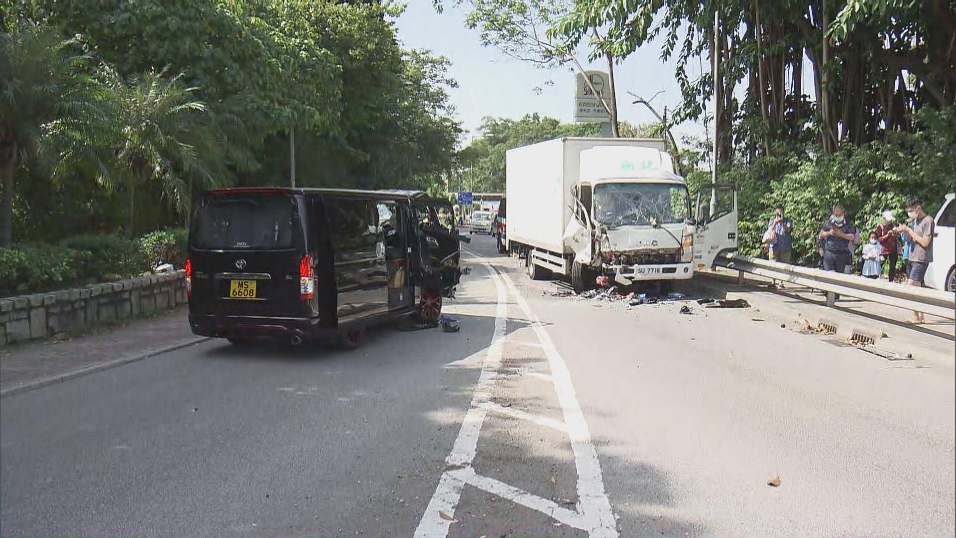 八鄉兩車相撞三人受傷