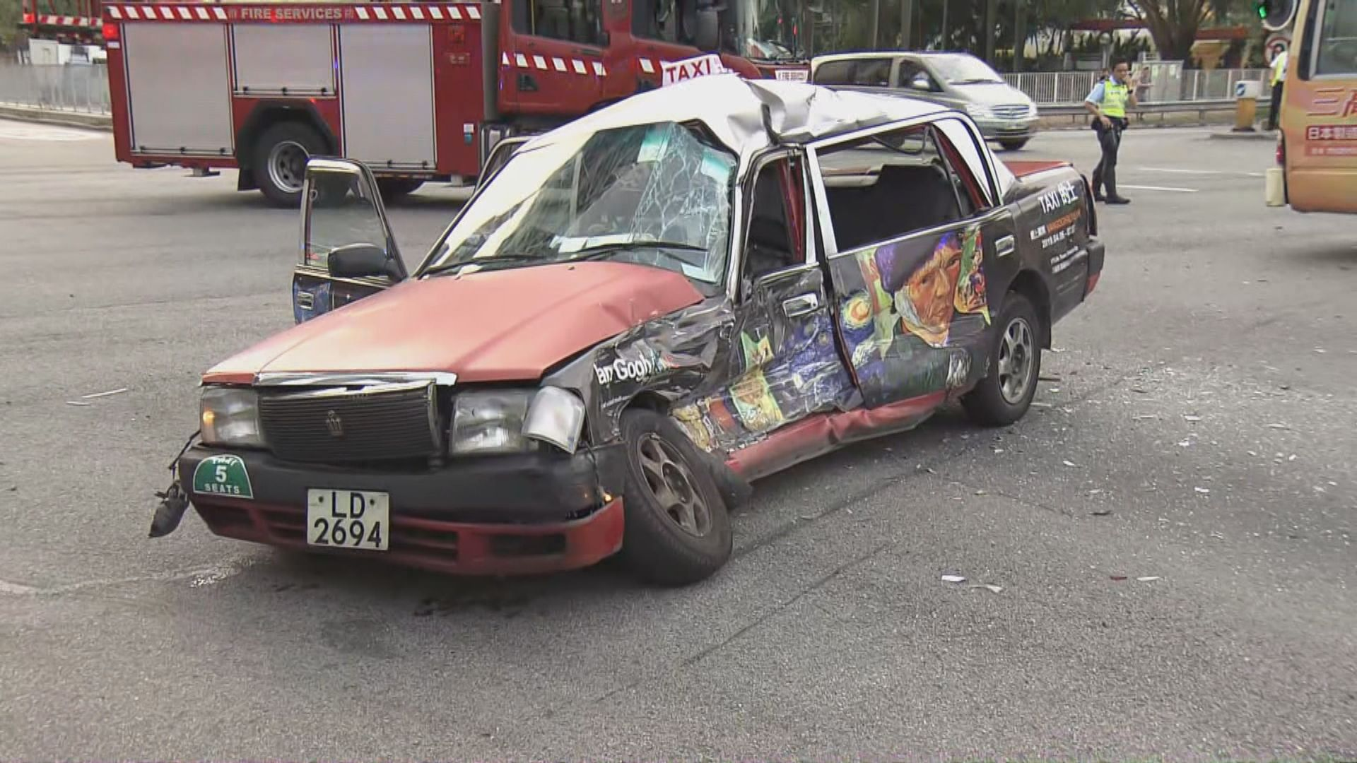 沙田大涌橋路的士與小巴相撞釀九傷