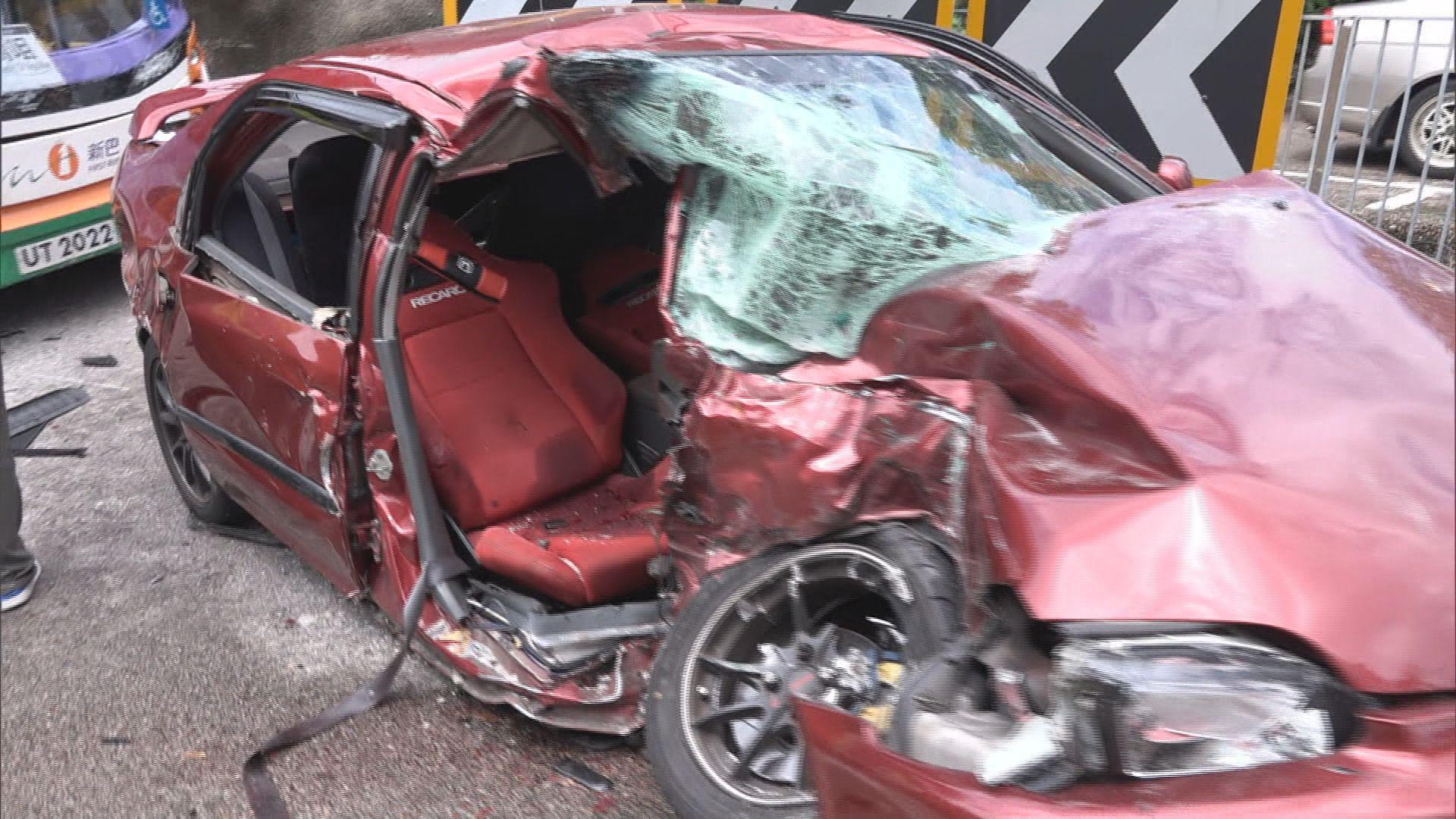 石澳道巴士私家車相撞一死一傷