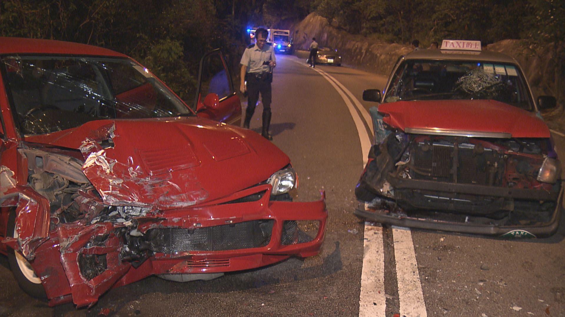 石澳道的士與私家車相撞釀三傷