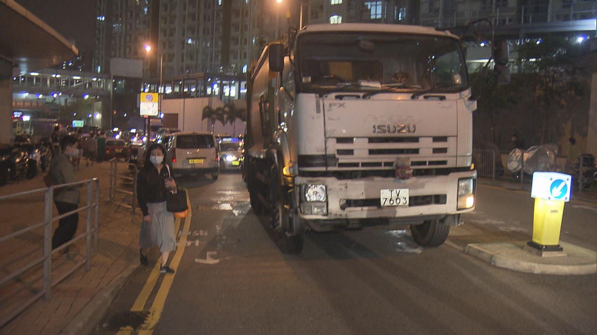 秀茂坪有垃圾車撞倒過路女途人 昏迷送院
