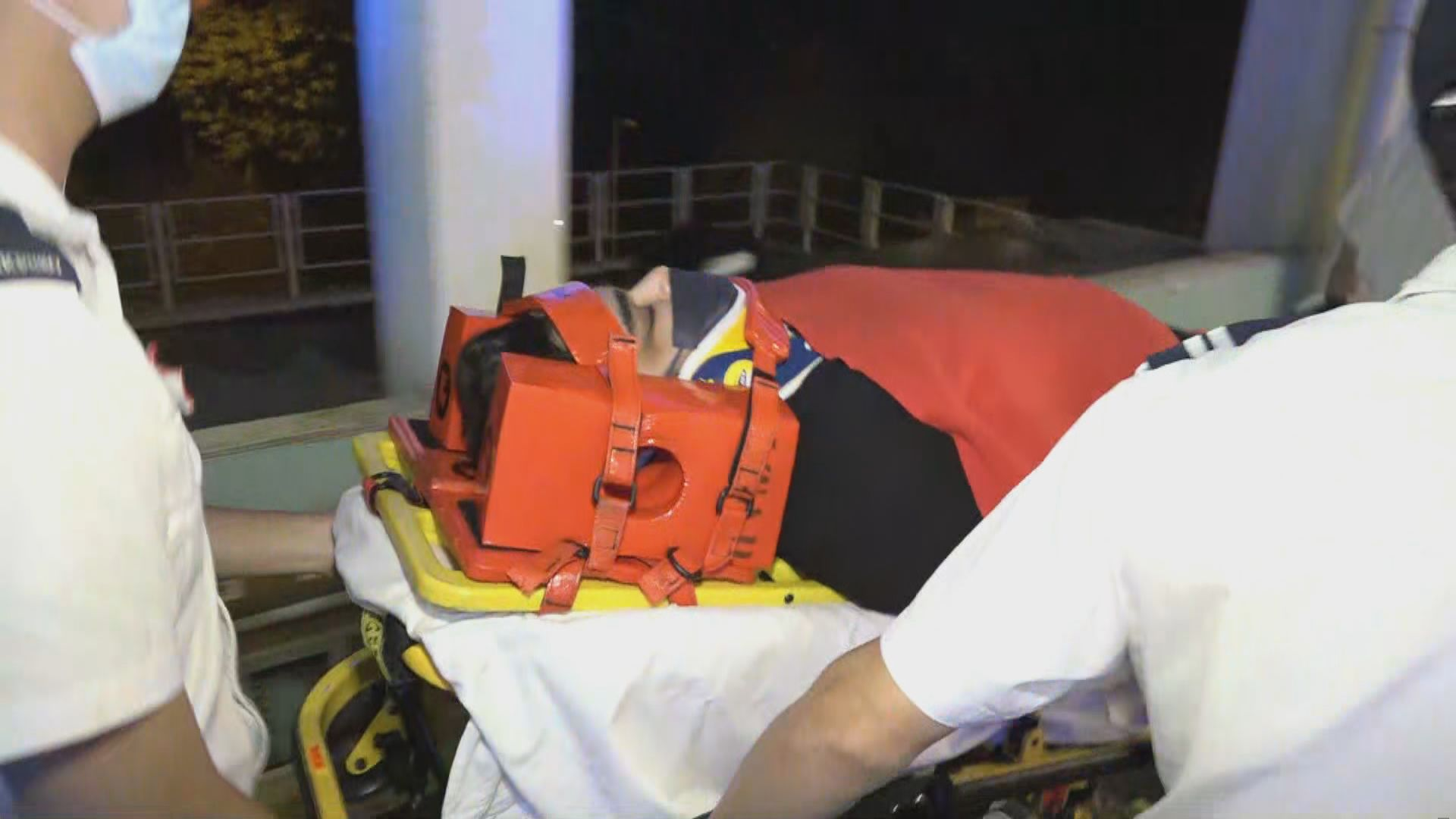 清水灣道私家車撞欄 司機受傷送院