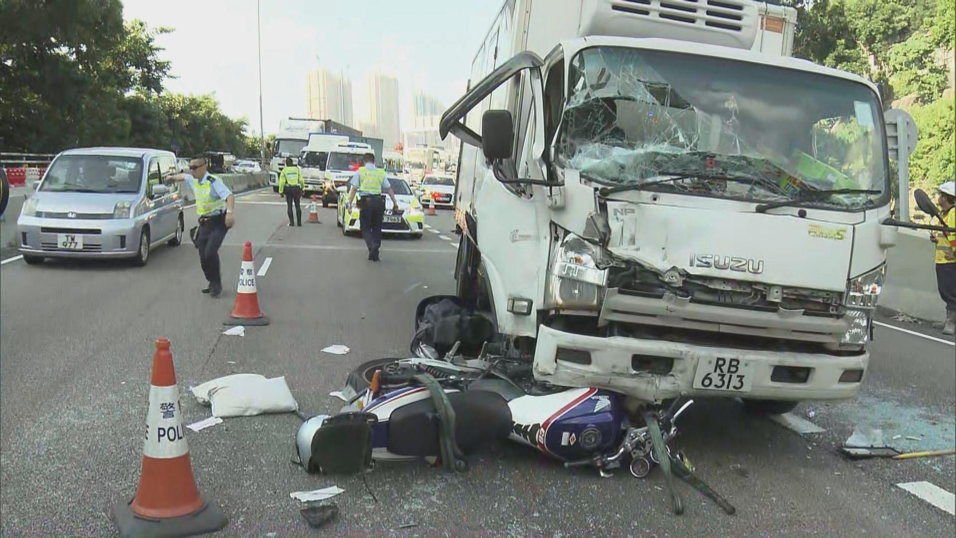 沙田四車相撞兩人傷