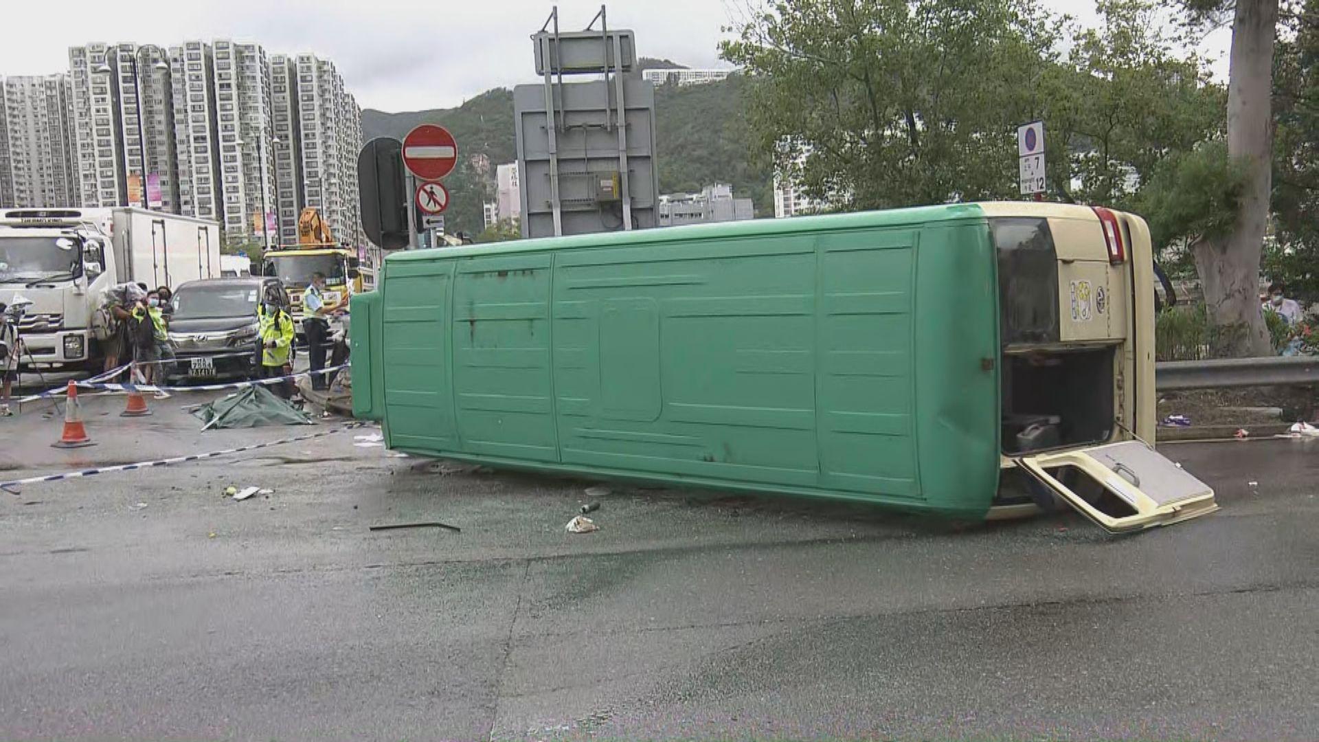 沙田致命車禍一死七傷 警方:會調查是否有司機看錯燈