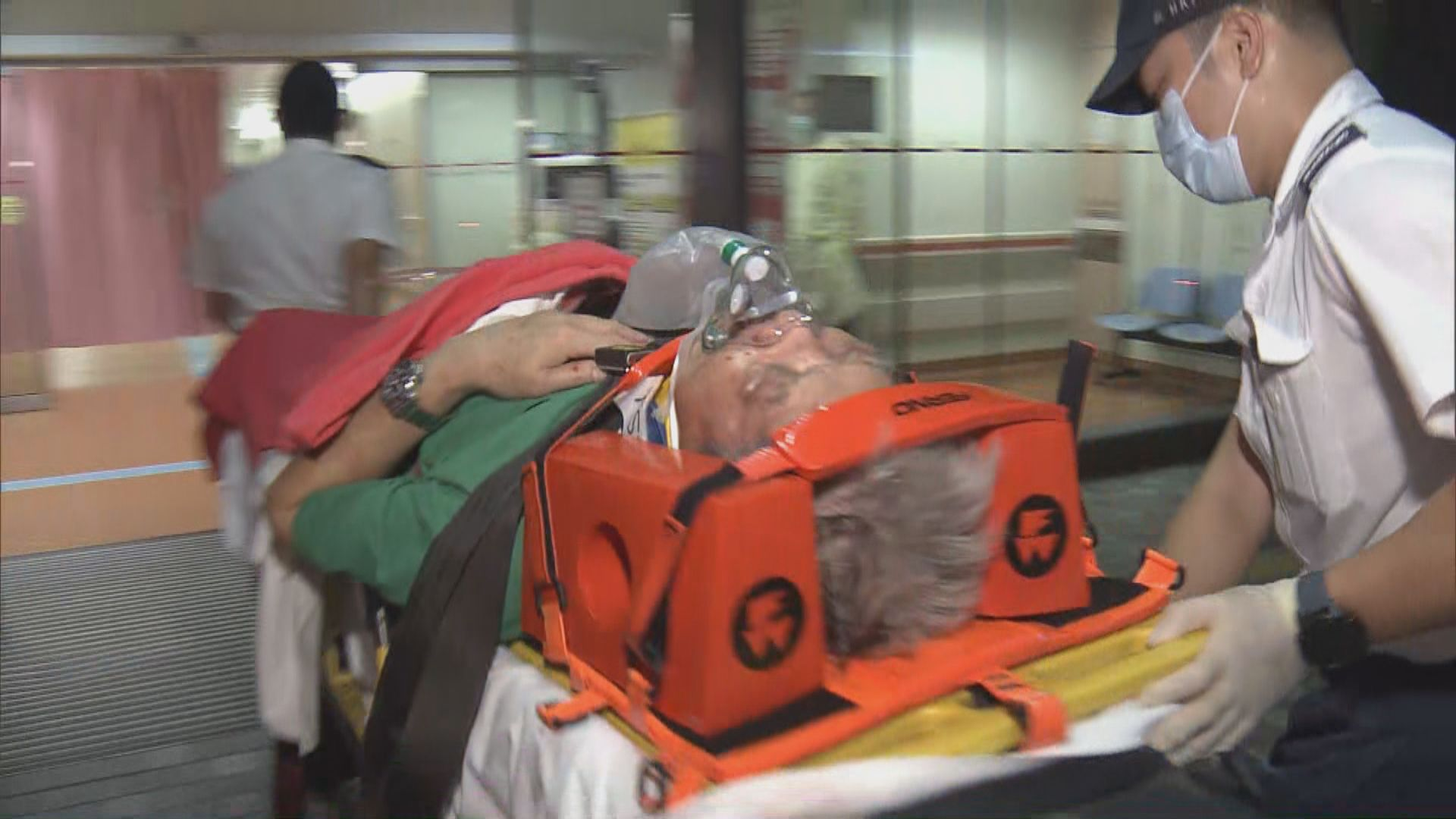 沙田兩單車相撞 一名男子墮地昏迷