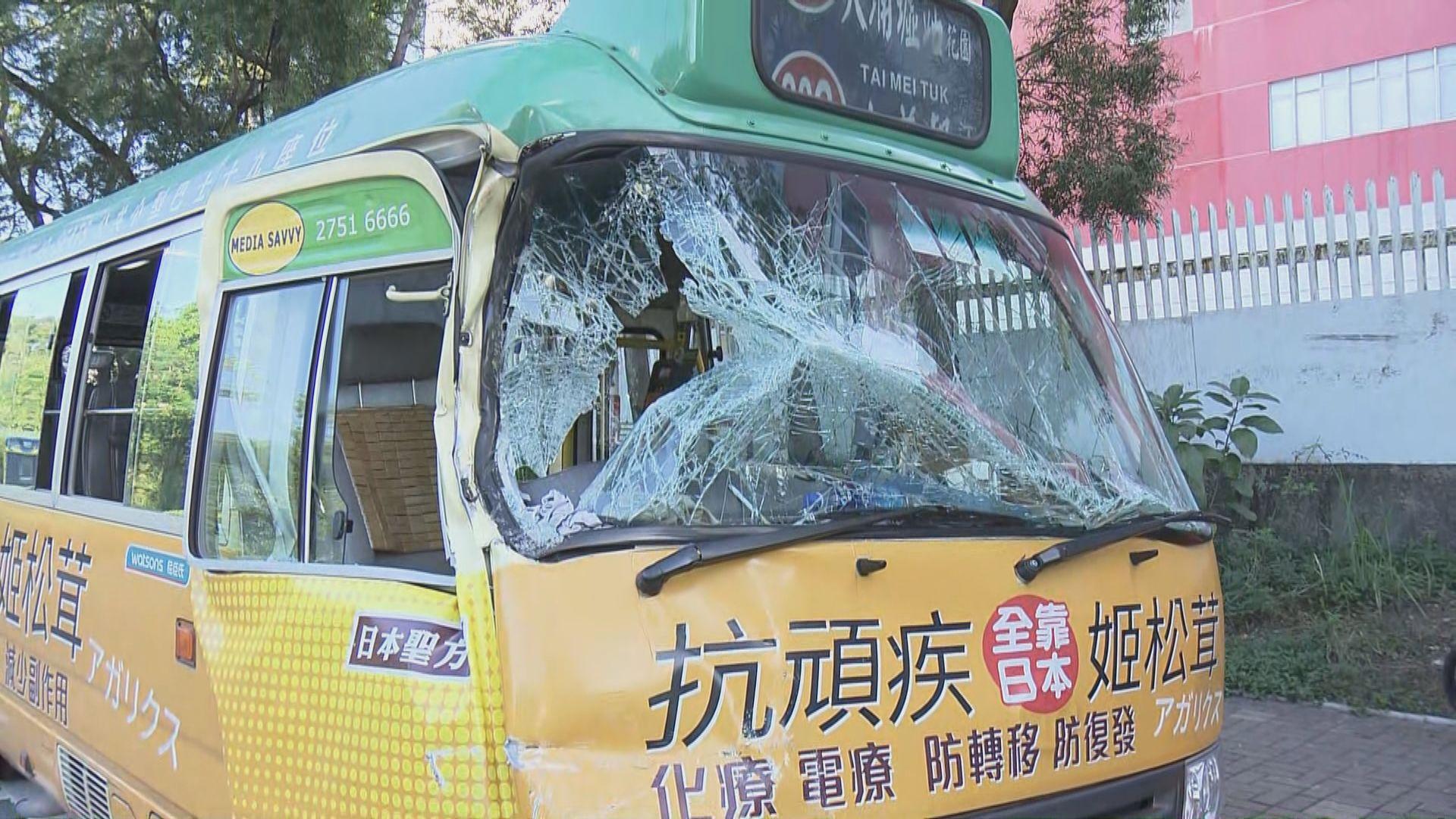 大埔小巴與混凝土車相撞十多人受傷
