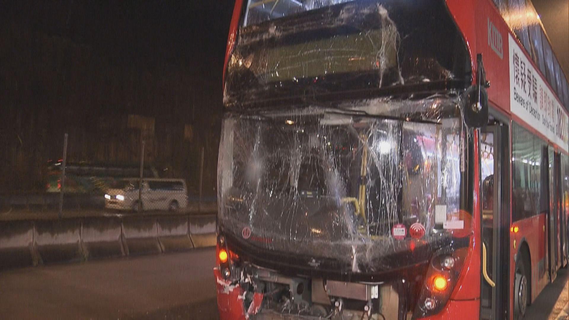 屯門公路兩巴士相撞六人受傷