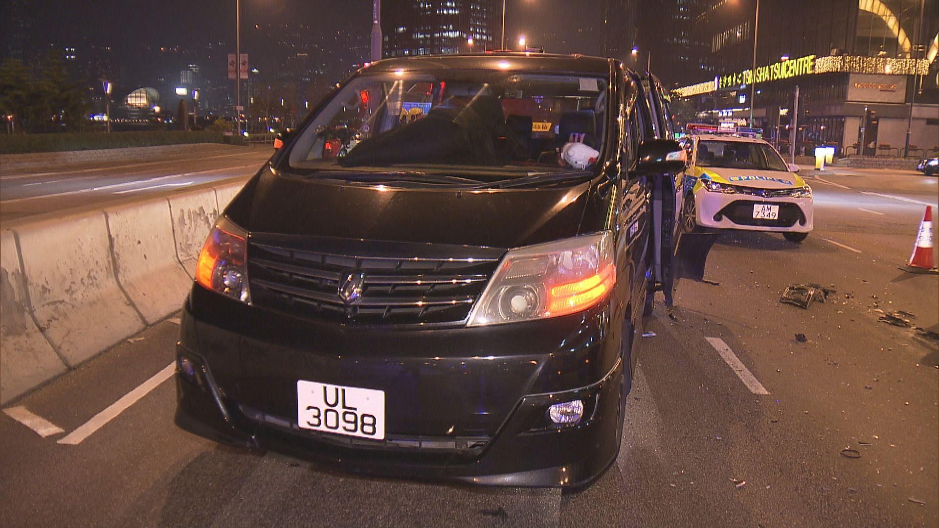 尖沙咀兩輛私家車相撞釀九傷