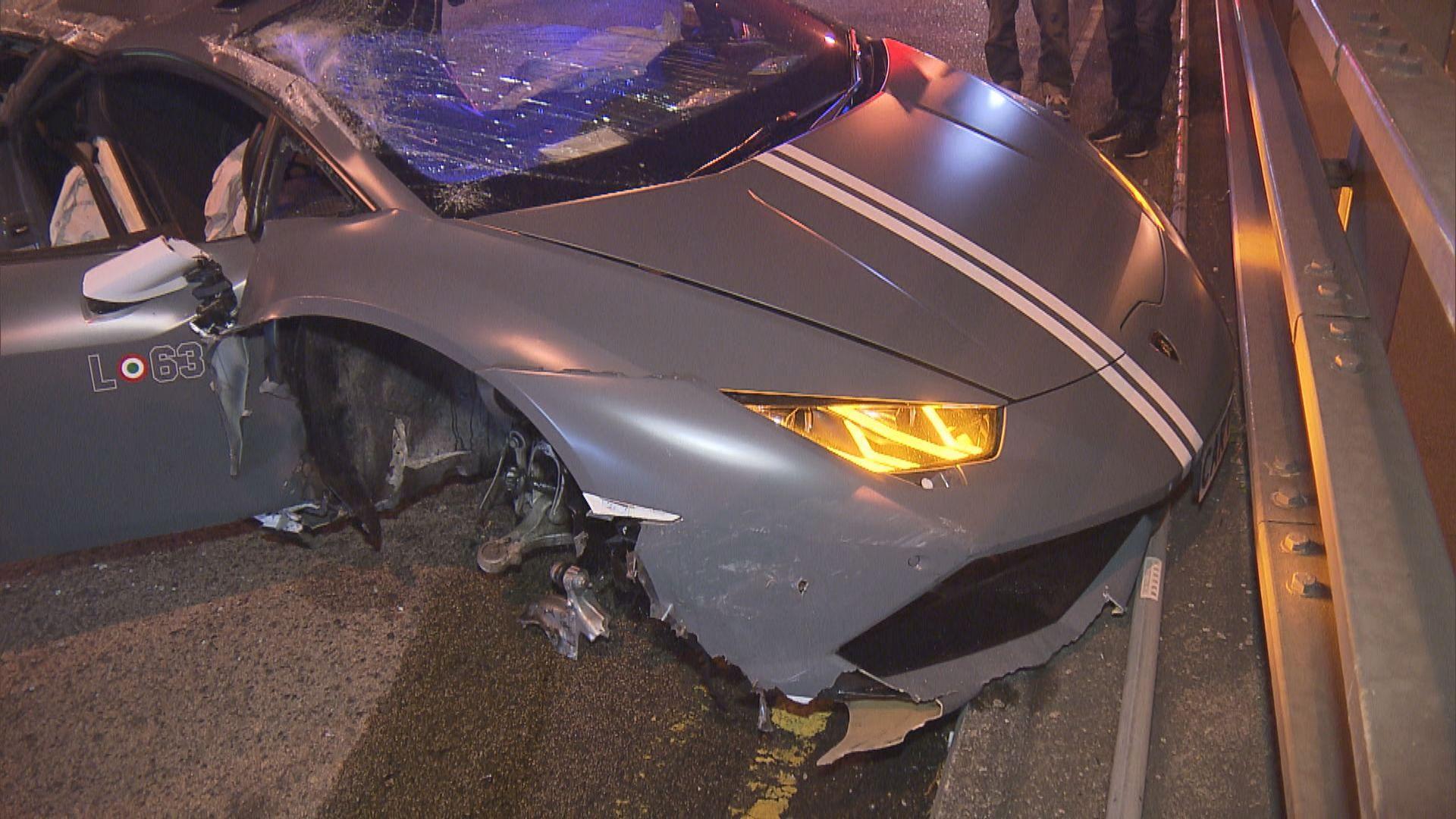 尖沙咀跑車失事撞欄司機逃逸
