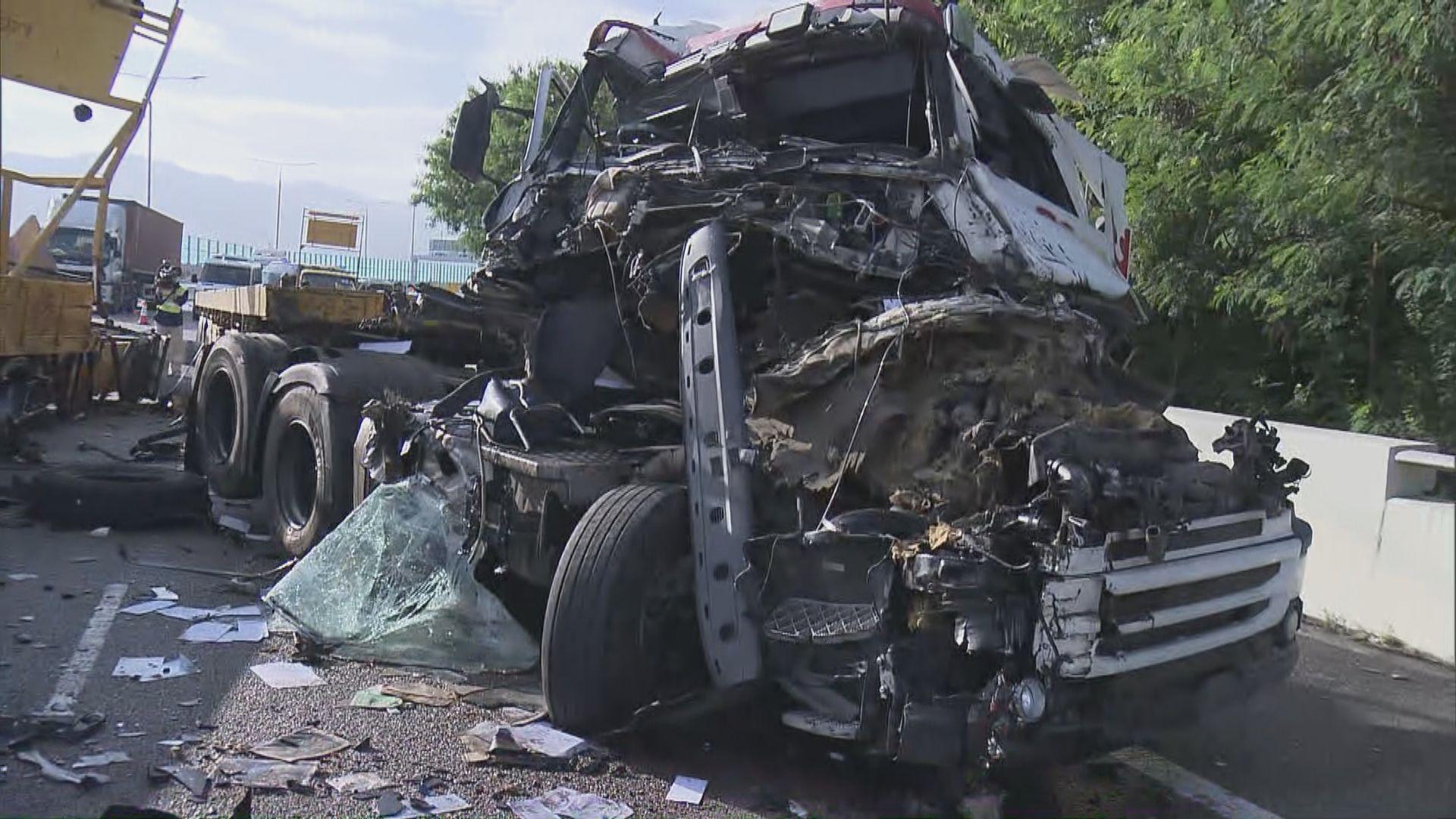 西部公路兩車相撞 貨櫃車司機重傷