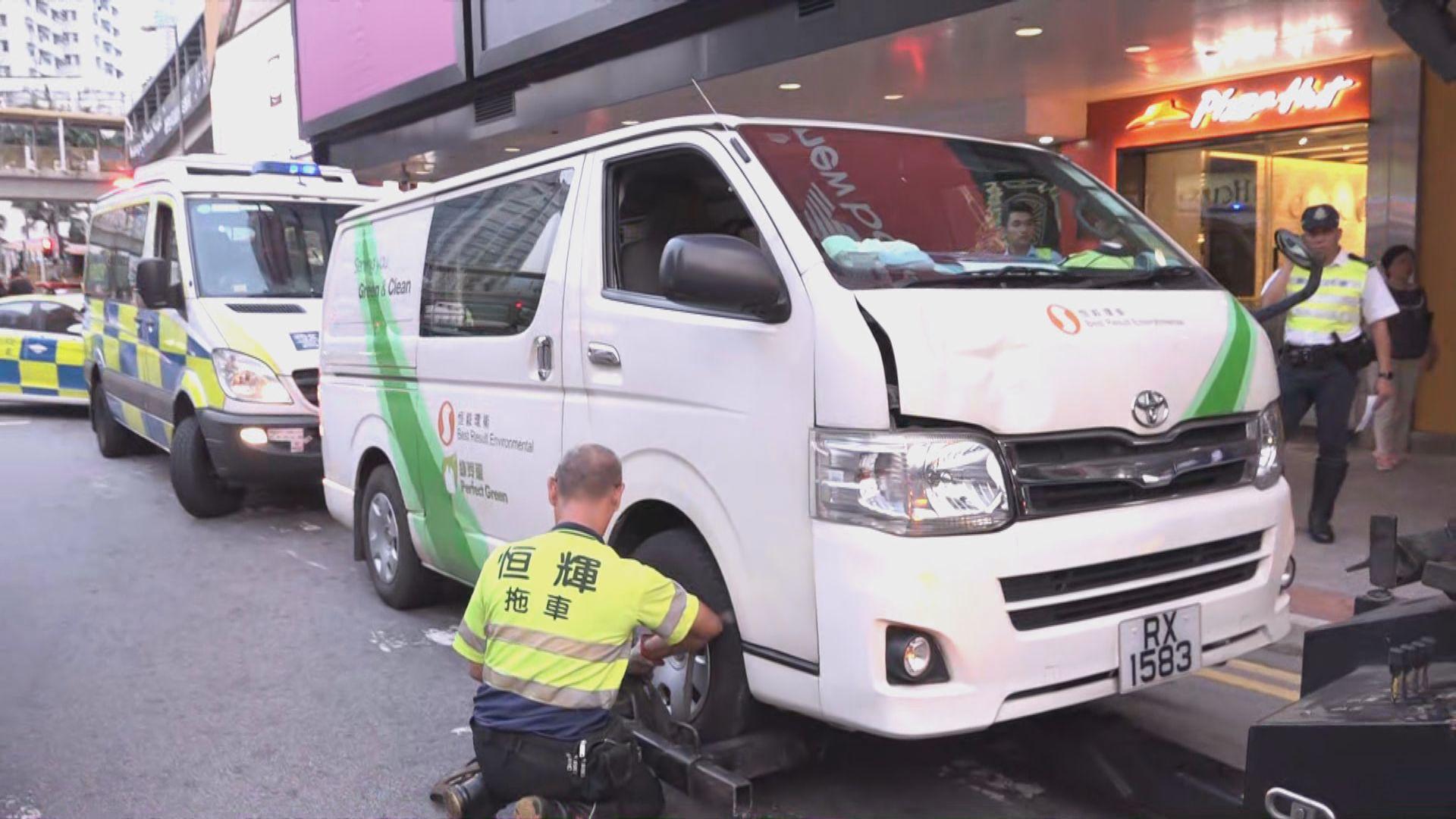 荃灣客貨車撞傷過路男子