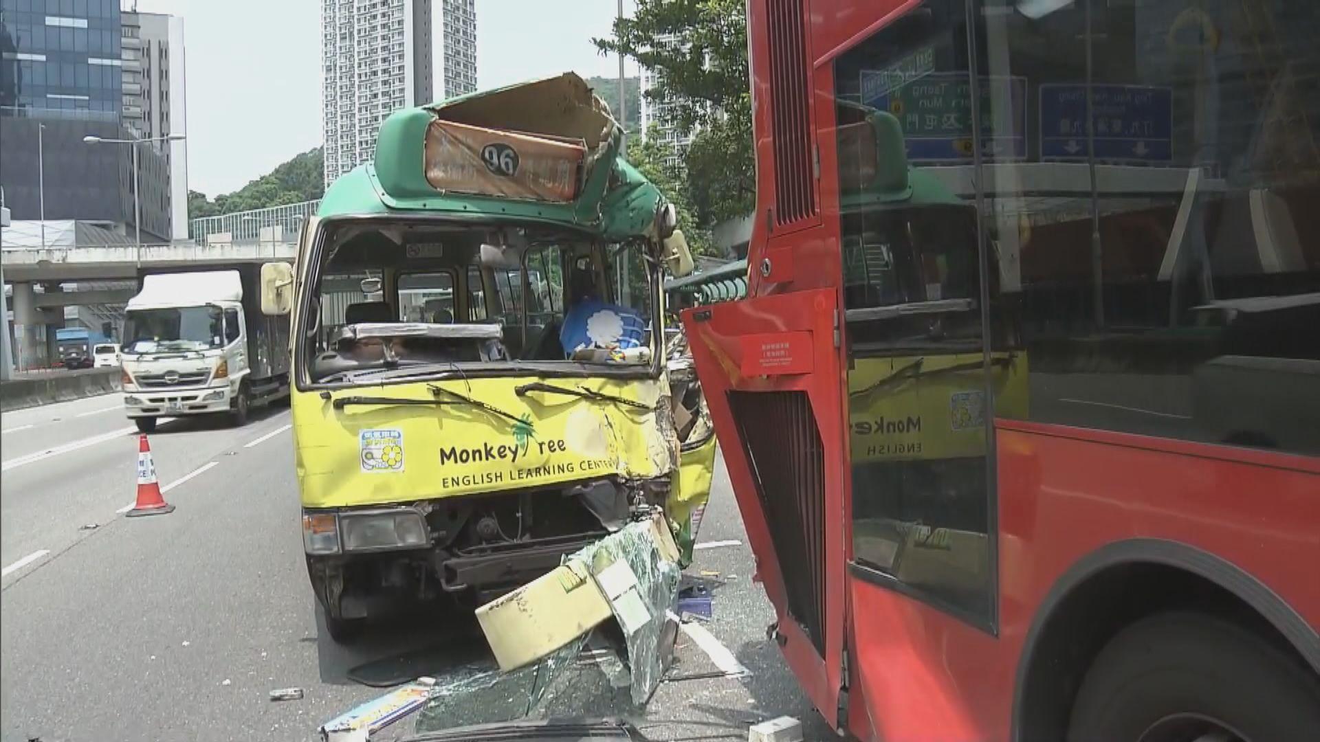 荃灣愉景新城外巴士小巴相撞九人傷