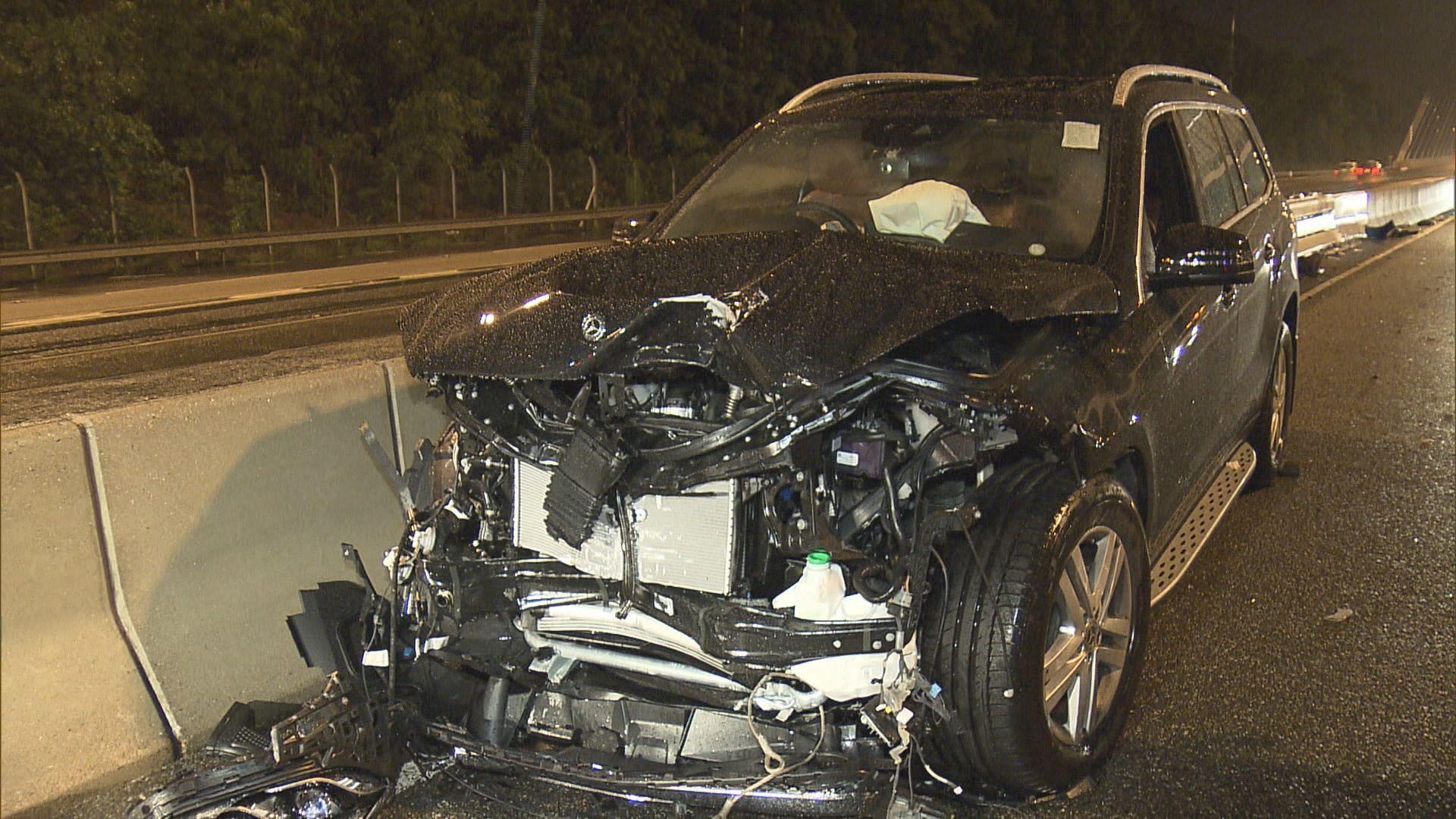 青衣青朗公路兩車相撞釀一傷