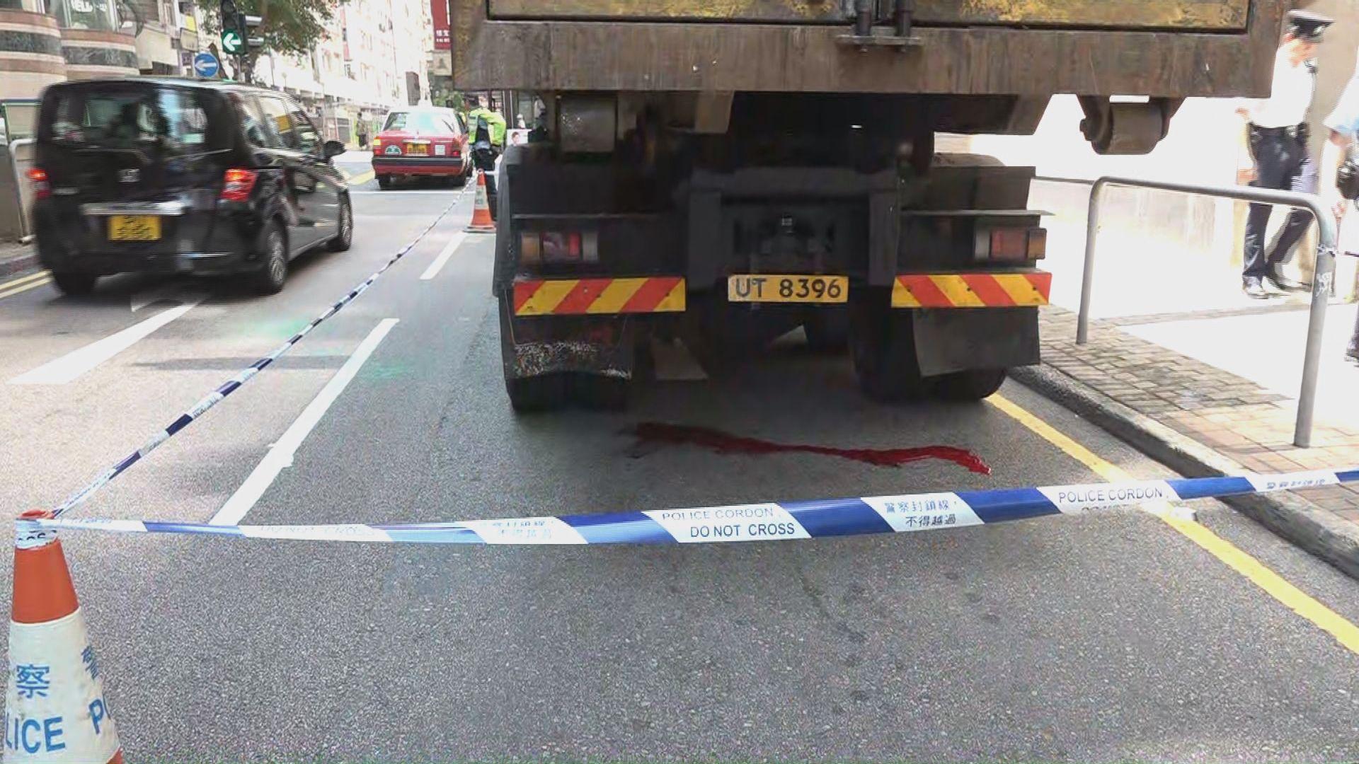 西環一名老婦過馬路被貨車輾斃