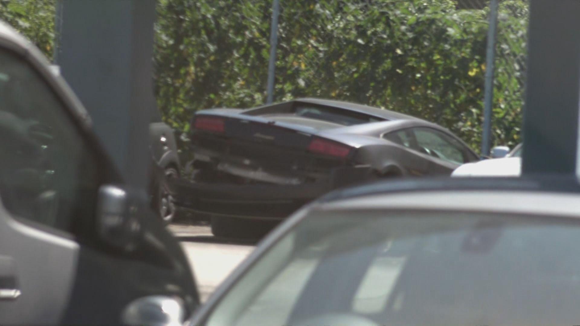 港島西隧入口跑車失事撞壆 一對男女涉嫌頂包被捕