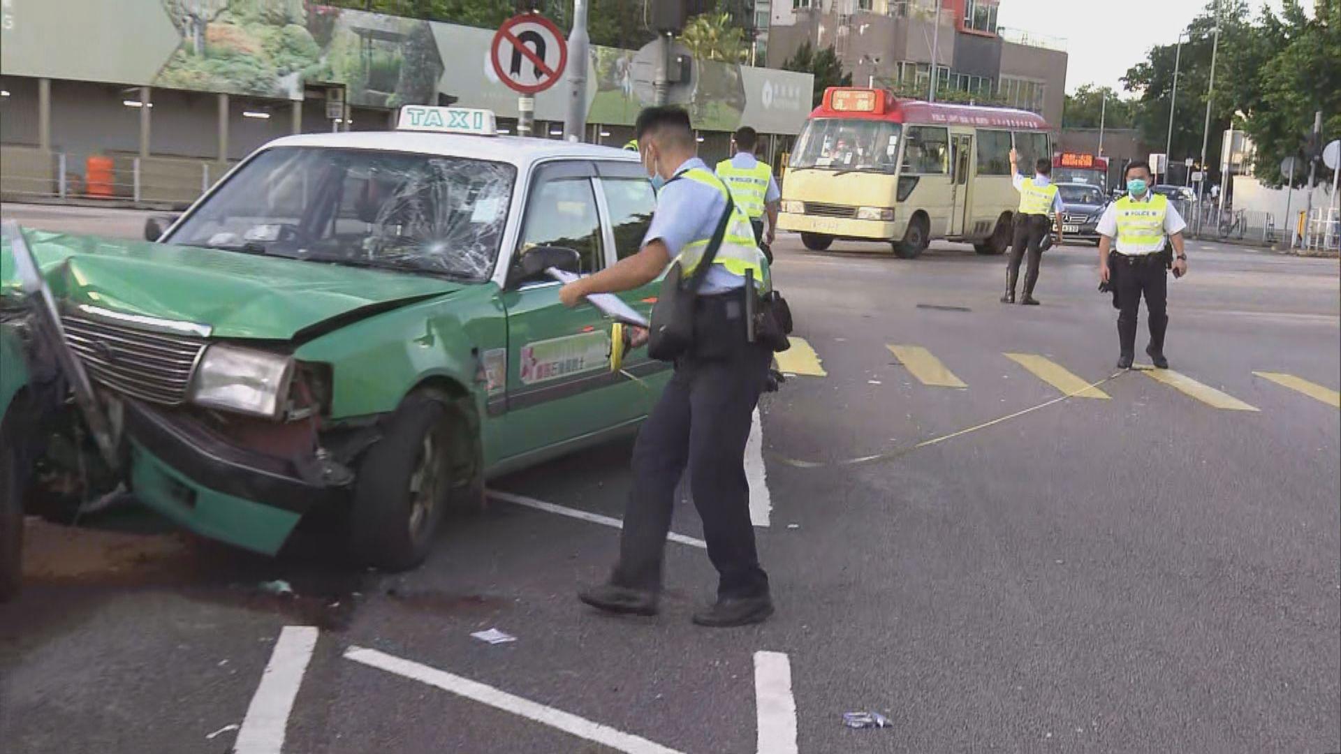 元朗三車相撞釀四人傷
