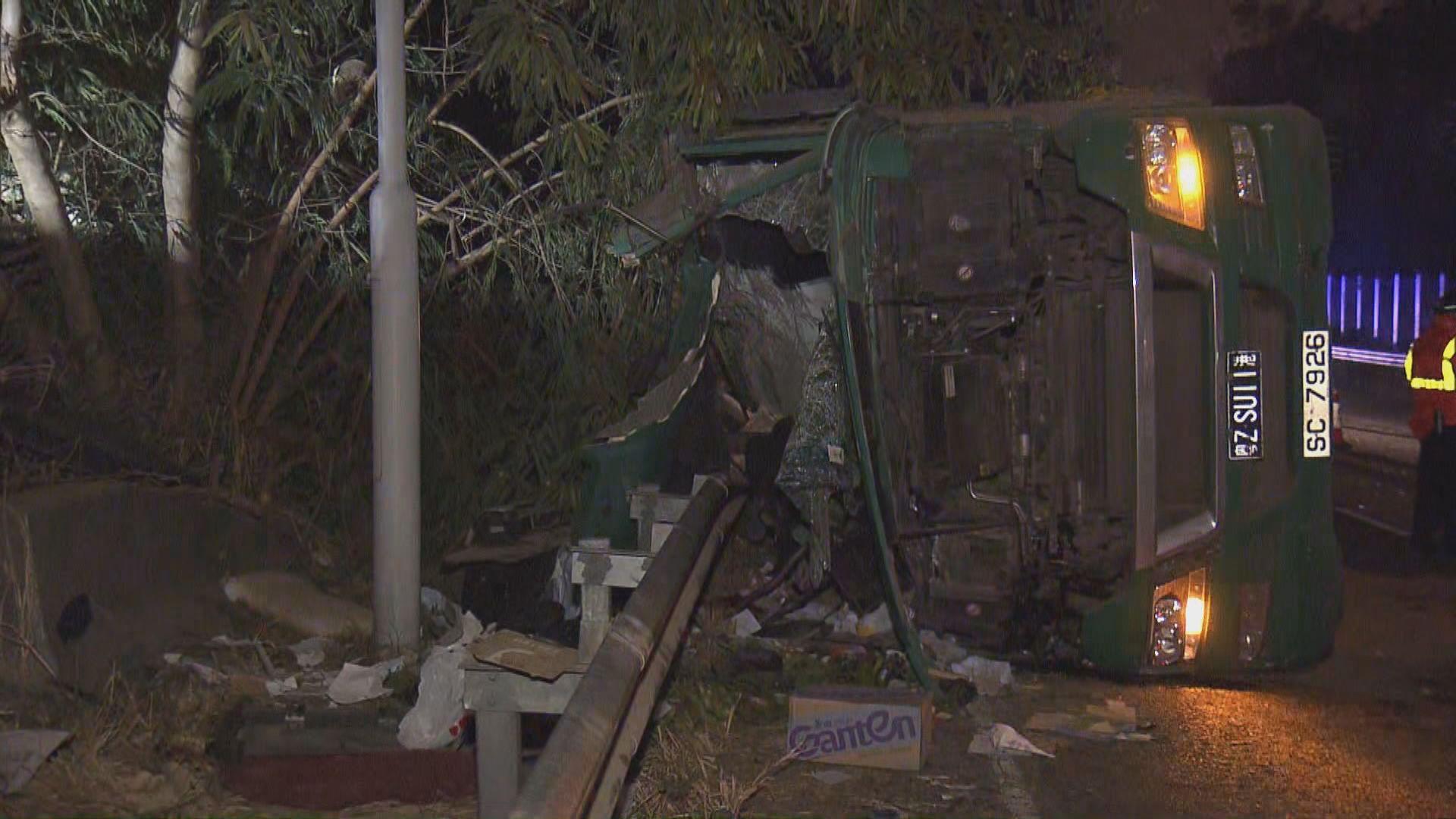 八鄉青朗公路貨櫃車翻側司機亡
