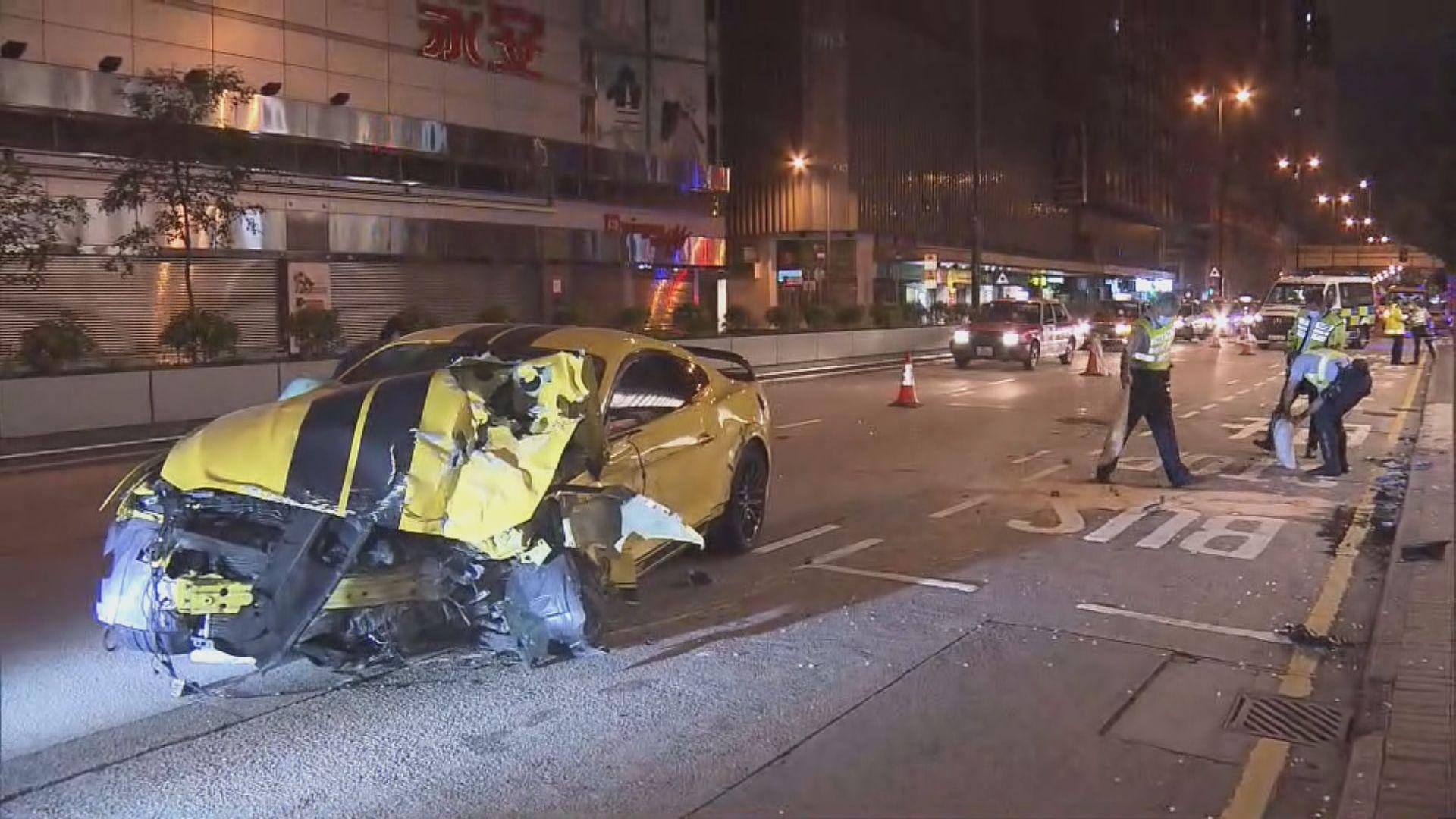 油麻地跑車與垃圾車相撞兩傷