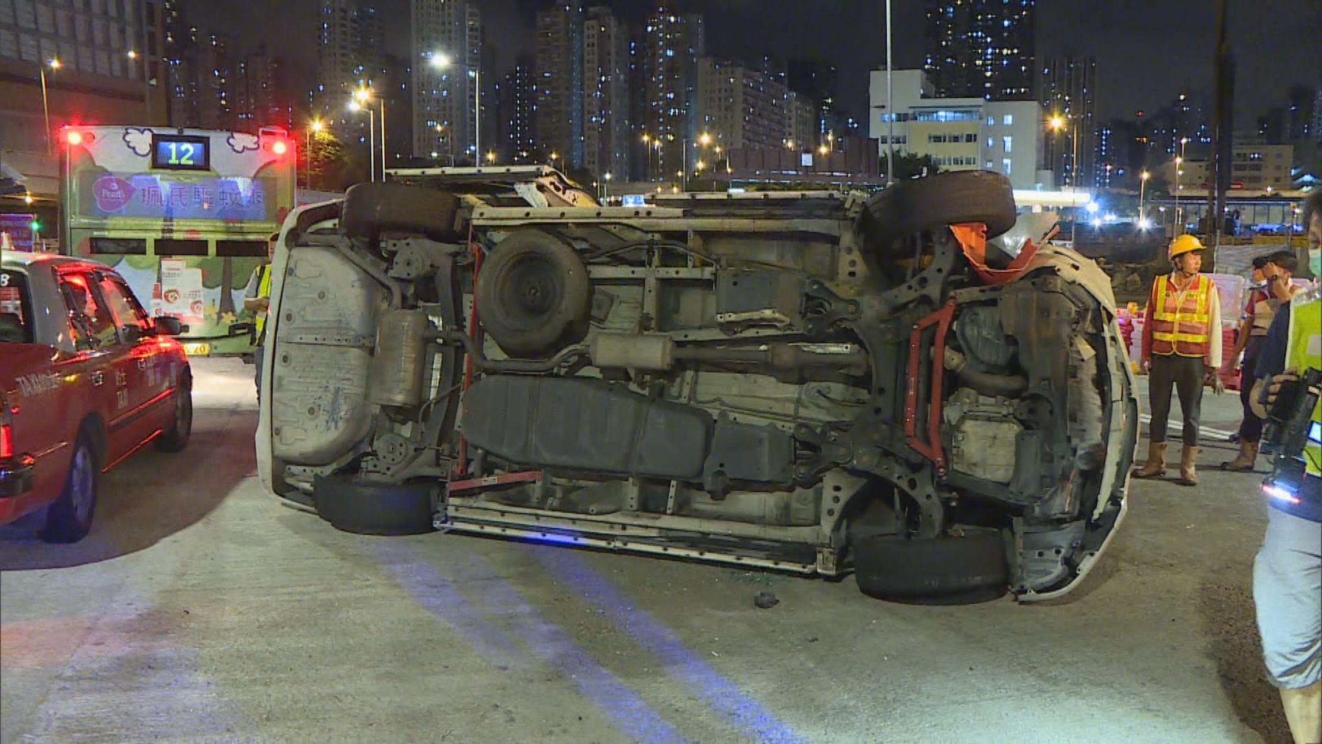 油麻地私家車翻側司機涉醉駕被捕