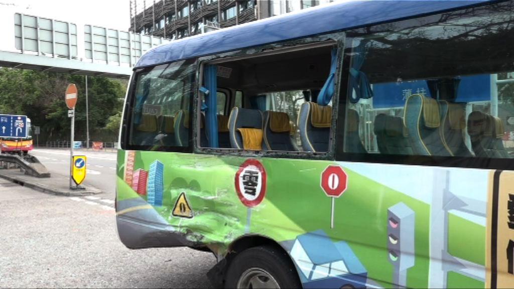 香港仔校巴與貨車相撞11人傷