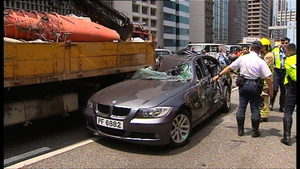 上環六車相撞共五人受傷
