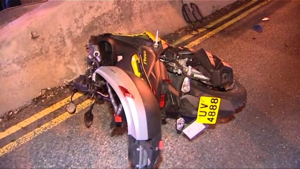 牛池灣電單車失控撞壆司機傷