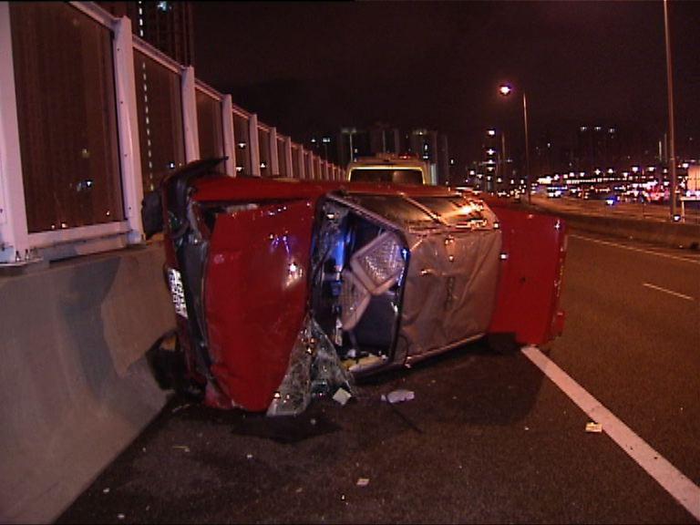 長沙灣的士翻側司機受傷