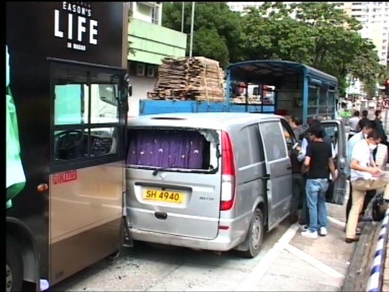客貨車被偷走先後與多車相撞