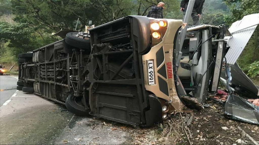 大埔公路巴士翻側 警方指司機沒受酒精影響
