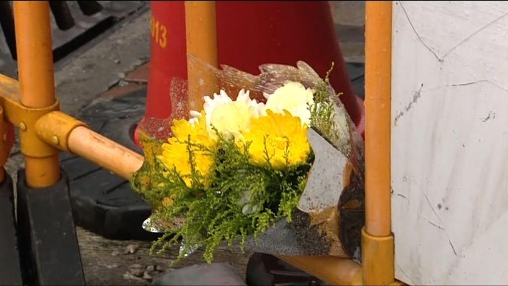 深水埗城巴車禍 市民到場擺放鮮花悼念