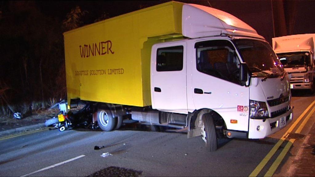 葵涌電單車攔腰撞貨車釀兩死傷