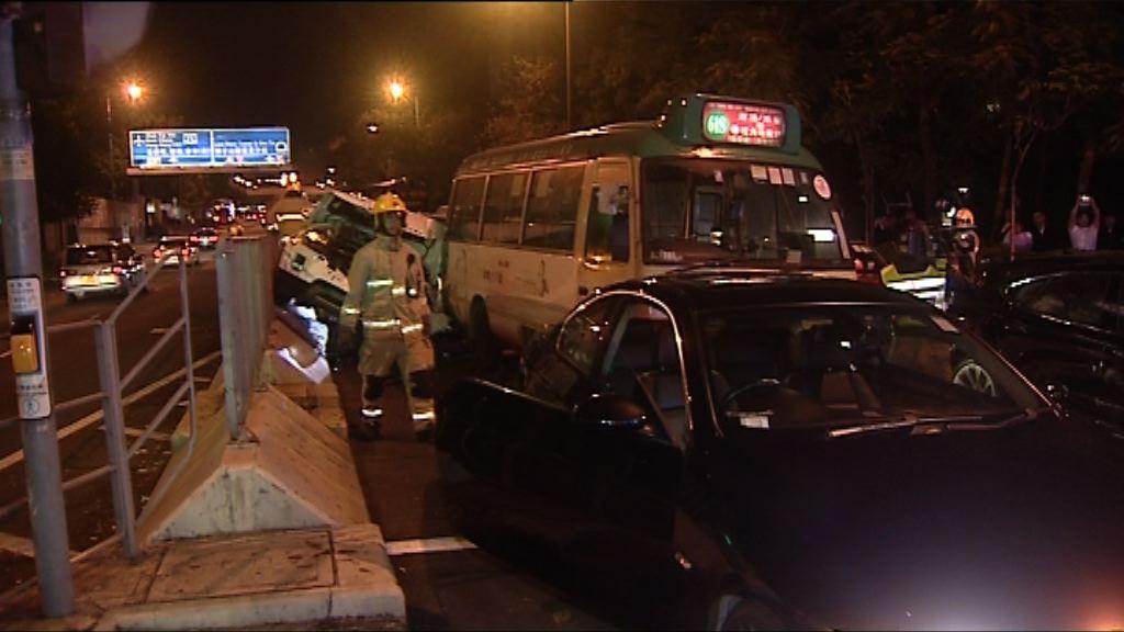 九龍塘五車相撞三人傷