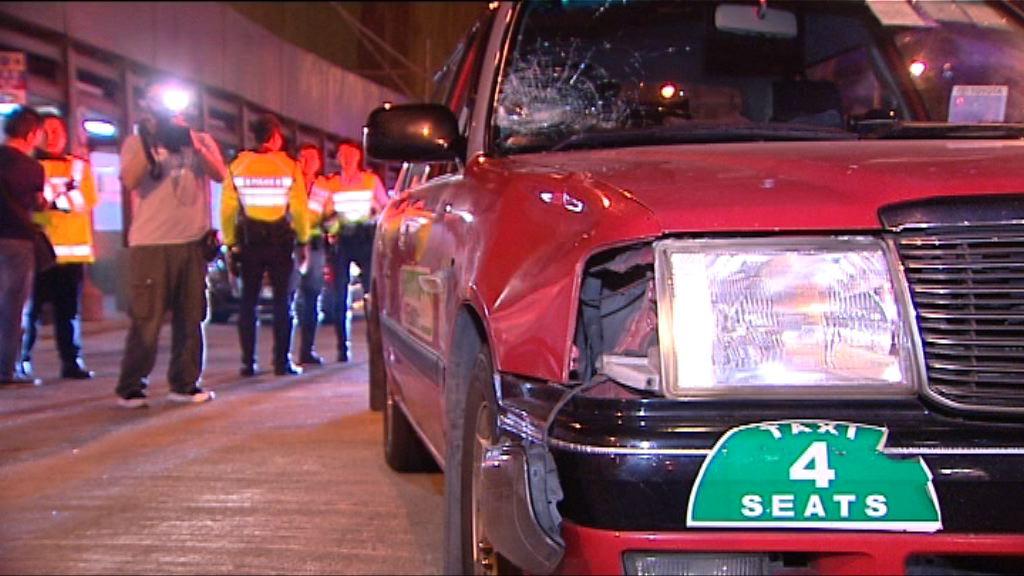 觀塘的士撞傷過路男途人