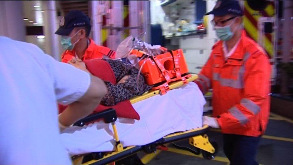 荔景山路的士撞傷過路女途人