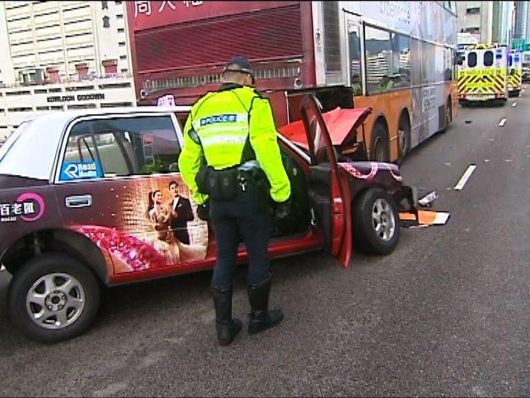 觀塘繞道的士撞巴士三人傷